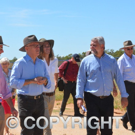 170304_DSC_8108 - Maranoa MP David Littleproud, Prime Minister Malcolmn Turnbull,  Elecnor Group business development manager Manuel Lopez-Velez and executive...