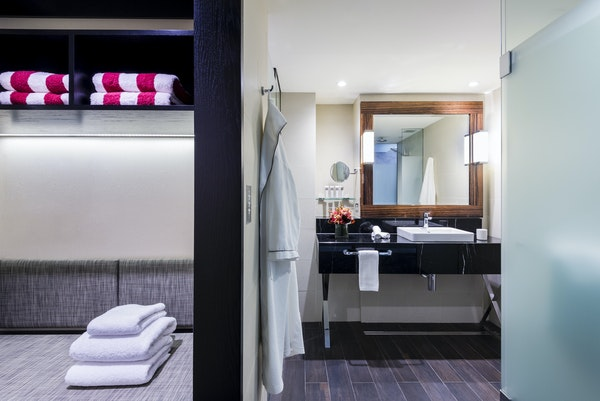 Swissotel Sydney - Interior Bathroom