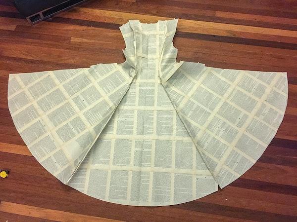 full paper dress on floor-book lady-Marija Sullavan-5