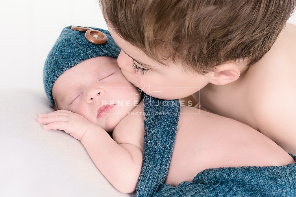 Love my brother - Brisbane Baby Photographer - Sibling kissing his newborn brother