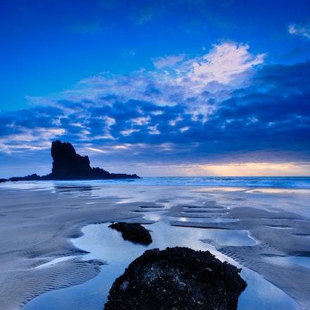 Sunset Keyhole Rock - Sunset behind Keyhole Rock Anawhata