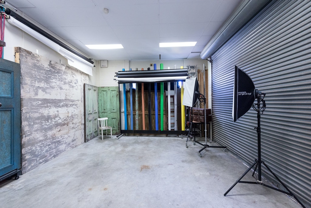 Studio2_studiohire - Adelaide photography studio hire - studio 2 interior with backdrops, textured walls, daylight studio