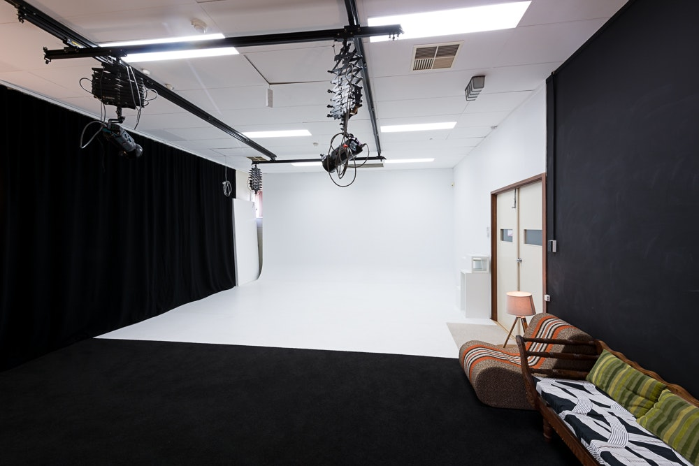 Studio1_studiohire1 - Adelaide photography studio hire - studio 1 interior with cyclorama