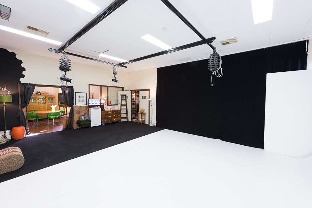 Studio1_studiohire3 - Adelaide photography studio hire - studio 1 interior with cyclorama