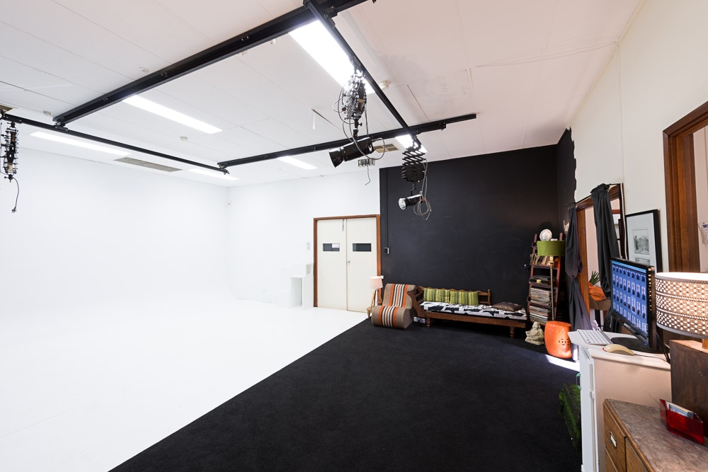 Studio1_studiohire5 - Adelaide photography studio hire - studio 1 interior with cyclorama