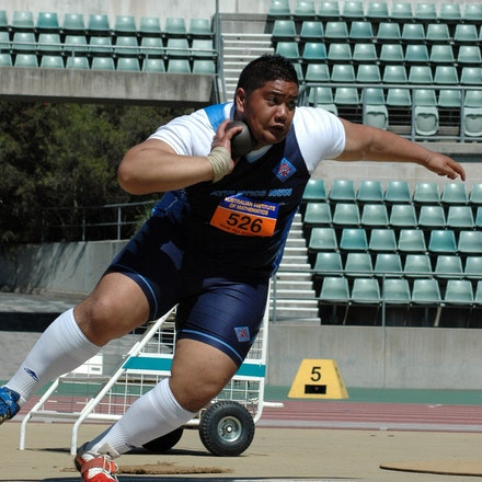 Emanuele Fuamatu - Emanuele Fuamatu in the circle in the shot put at the 2007 NSW All Schools Championships at Sydney Olympic Park Athletic Centre.