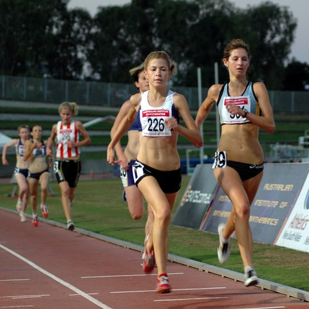 NSW 3000m Championship 2007 - Lara Tamsett and Chloe Tighe lead the field in the 2007 NSW 3000m Championship.