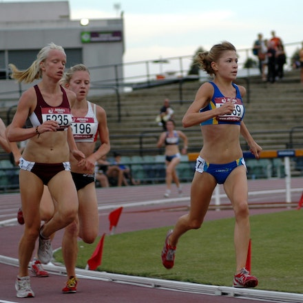 Lara Tamsett - Lara Tamsett leads the way in the Ondieki junior women's 3000m at the 2007 Zatopek meet.