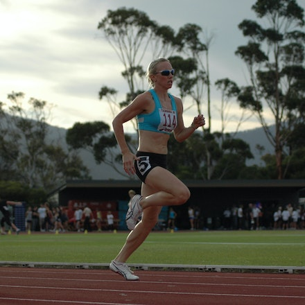Tamsyn Lewis - Tamsyn Lewis strides down the back straight in the women's 800m at the 2008 Briggs Athletics Classic.