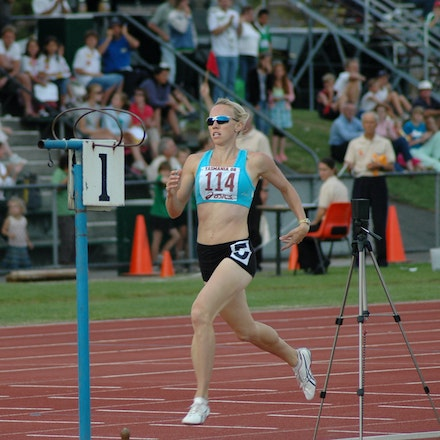 Tamsyn Lewis - Tamsyn Lewis crosses the line for a convincing victory in the 800m at the 2008 Briggs Athletics Classic in Hobart.