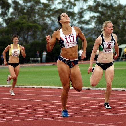 Katrina Steward - Katrina Steward takes out the 400m at the 2008 Briggs Athletics Classic.