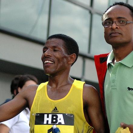 Halie Gebrselassie - Haile Gebrselassie high fives a fan after winning the inaugural Great Australian Run in Melbourne in 2008.