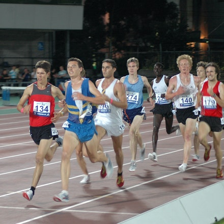 Junior 3000m - Richard Everest leads the field in the de Castella 3000m at the 2008 Zatopek Classic.
