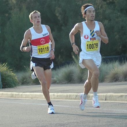 Chin leads Gregson - Russell Dessaix-Chin leads Ryan Gregson in the Athletics NSW/Sydney Striders 10km race in 2008 which doubled as the NSW Road Championships.