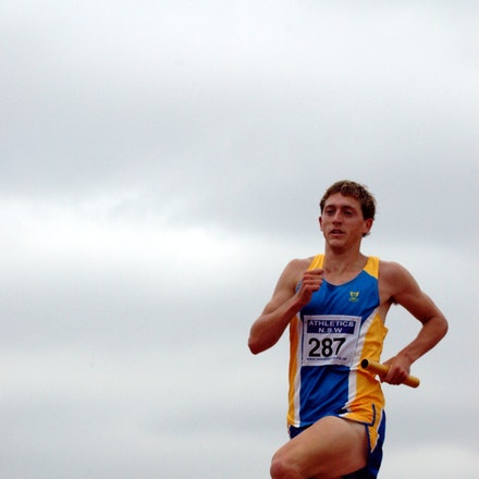 Brad Woods - Brad Woods runs in the 2008 NSW Relay Championships at Blacktown.