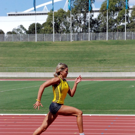 Parnov bounding - Vicki Parnov in training prior to the 2009 Sydney Track Classic.