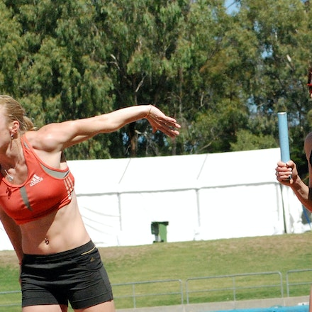 Breen and McLellan - Melissa Breen and Sally McLellan complete a relay drill prior to the 2009 Sydney Track Classic.