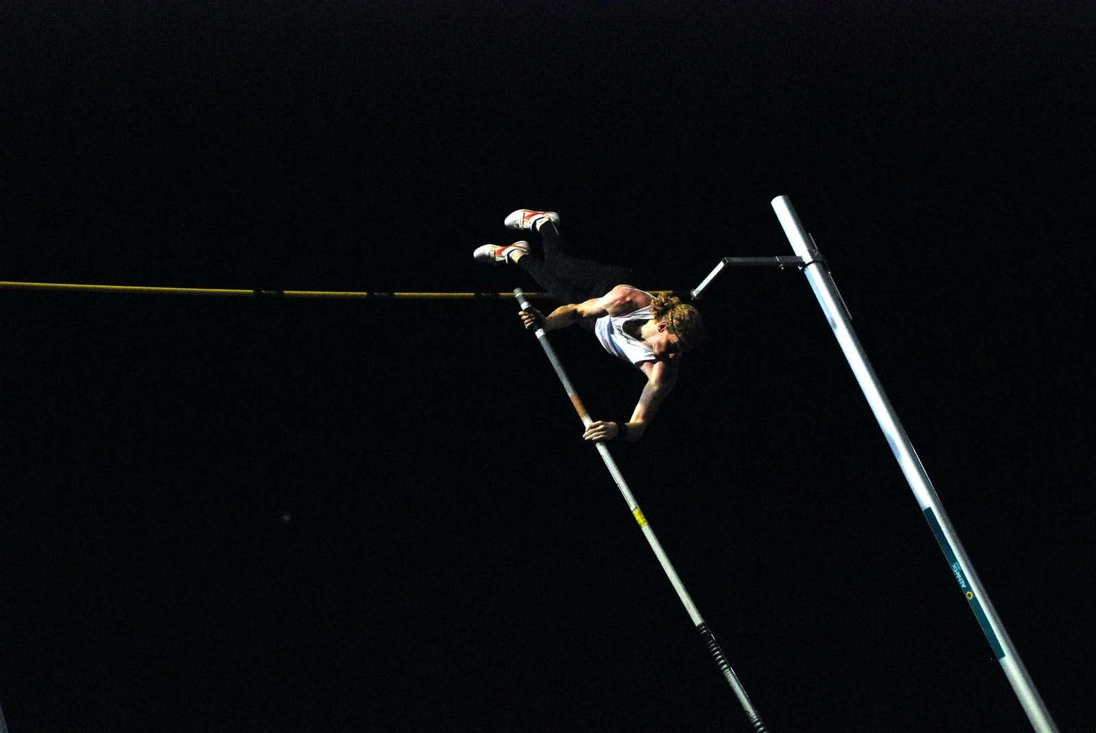 Hooker - Steve Hooker during a successful attempt at 5.95m at the 2009 Sydney Track Classic.