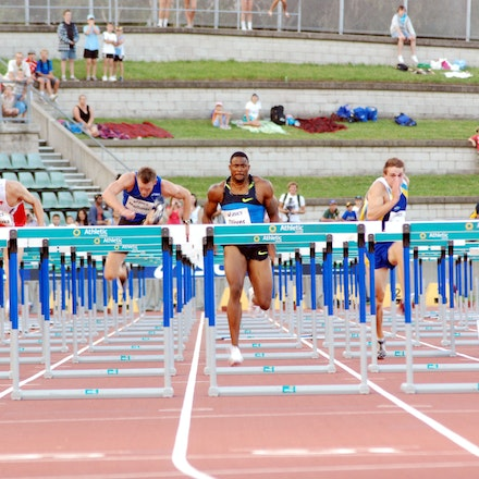 David Oliver - David Oliver focuses on the next barrier on his way to victory in the 110m hurdles at the 2009 Sydney Track Classic.
