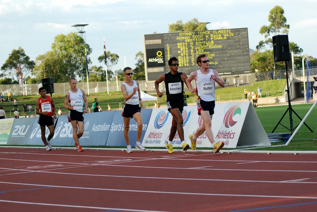 Racewalkers - Adam Rutter leads the field in the men's 5000m racewalk at the 2009 Sydney Track Classic.