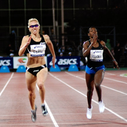 Tamsyn Lewis - Tamsyn Lewis strides to victory in the concluding stages of the 400m at the 2009 Melbourne leg of the World Athletics Tour.