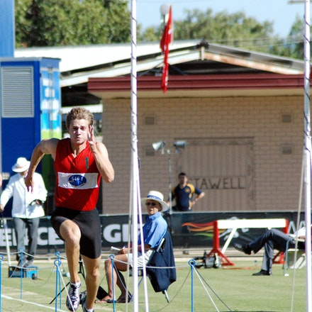 Justin Merlino - Justin Merlino runs in the red in the heats of the Arthur Postle 70m at the 2009 Stawell Gift.
