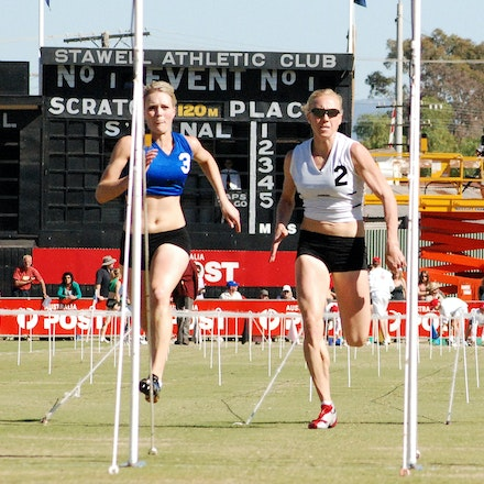 Stawell Gift 2009 - Melissa Breen and Tamsyn Lewis run in the red and white respectively in the heats of the women's 120m at the 2009 Stawell Gift.