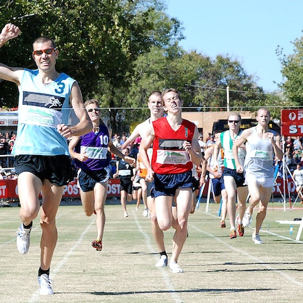 Stawell Gift 2009 - Hometown hero Philo Saunders takes victory in the Herb Hedemann 1600m at the 2009 Stawell Gift.