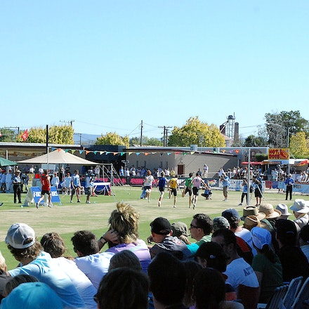 Stawell Gift 2009 - A general view from the crowd during the 2009 Stawell Gift.