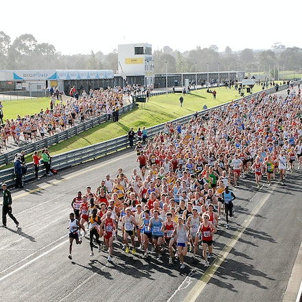 Sandown Classic 2009 - A general shot of the field at the start of the Sandown Classic 10k in 2009. The women's and men's fields merge from the left and...