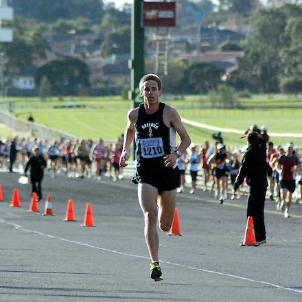 Mark Tucker - Mark Tucker strides down the home straight on his way to a 29:25 victory in the Sandown Classic 10km in 2009.