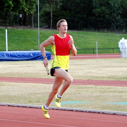 Sam Baines - Sam Baines running a leg of the 4x400m relay at the 2009 Down Under Championships on the Gold Coast.