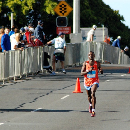 2009 Gold Coast Marathon - Kenya's William Chebon Chebor was the clear winner of the 2009 Gold Coast Marathon in a time of 2:11:58.