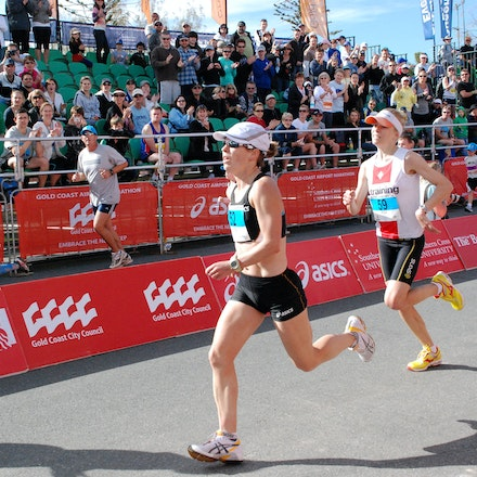 Marathon comes down to a sprint finish - Lauren Shelley out sprinted Roxie Schmidt to win the 2009 Gold Coast Marathon with both runners clocking the same...